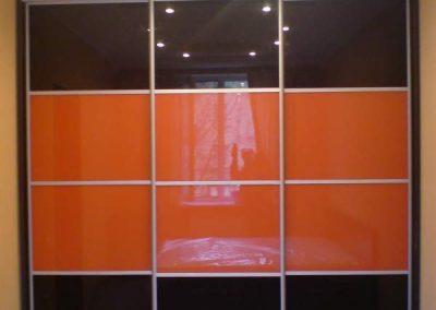 1979. Гардероб по поръчка с плъзгащи врати стъкло лакобел тъмнокафяво и оранжево