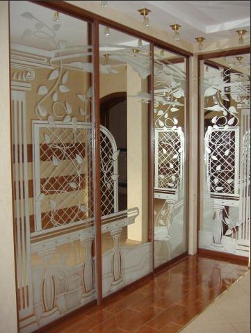 1985. Гардероб по поръчка с плъзгащи огледални врати с принтирани орнаменти