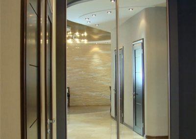 1986. Ниша преградена с огледални плъзгащи врати по поръчка