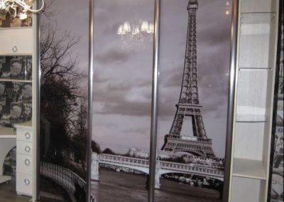 2001. Гардероб по поръчка с плъзгащи врати с принт стъкло