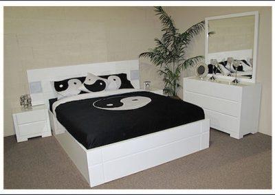 2101. Спалня по поръчка от МДФ бял гланц