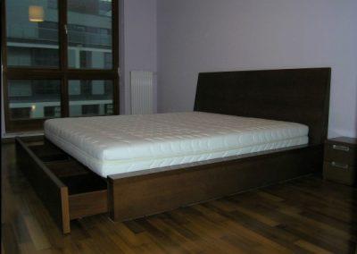 2107. Обзавеждане за спалня по поръчка от МДФ фурнир цвят орех