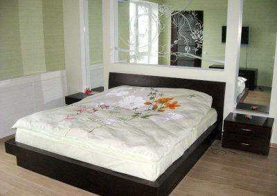 2113. Обзавеждане за спалня по поръчка от МДФ фурнир цвят венге