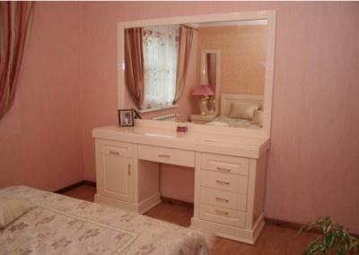 2122. Обзавеждане за спалня по поръчка от МДФ млечно розово гланц