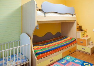 2402. Обзавеждане за детска стая по поръчка с двуетажно легло от ПДЧ бук, синьо, жълто и ор