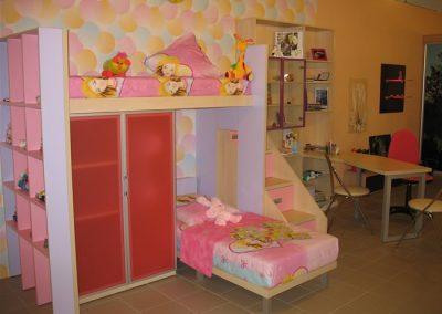 2403. Обзавеждане за детска стая по поръчка с двуетажно легло от ПДЧ бук, лилаво и розово