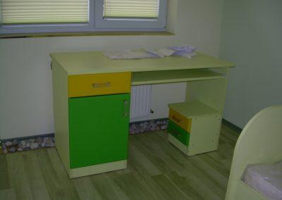2412. Детско бюро по поръчка от ПДЧ жълто и МДФ зелено и жълто