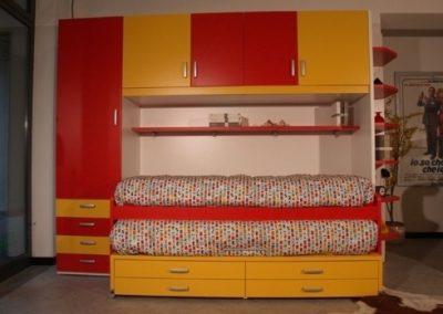 2414. Обзавеждане за детска стая по поръчка от бяло ПДЧ и МДФ в жълто и червено