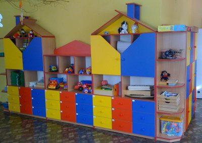 2417. Обзавеждане за детска градина по поръчка от ПДЧ синьо, жълто, червено и бук