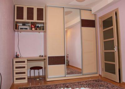 2422. Обзавеждане за детска стая по поръчка от ПДЧ и МДФ профили с гардероб с плъзгащи врати