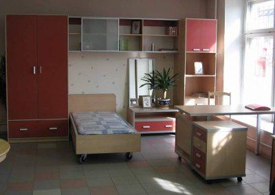 2426. Обзавеждане за детска стая по поръчка от ПДЧ светло дърво и керемидено червено