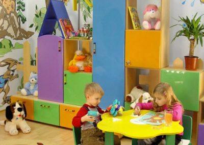 2432. Обзавеждане за детска градина по поръчка с МДФ врати различни цветове