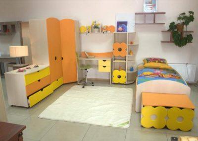 2439. Обзавеждане за детска стая по поръчка от ПДЧ и МДФ жълто,оранжево и слонова кост
