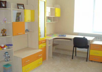 2448. Обзавеждане за детска стая по поръчка от ПДЧ слонова кост и МДФ жълто и оранжево