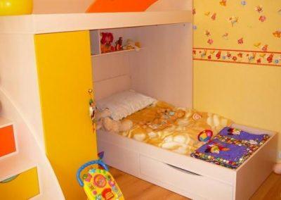 2450. Обзавеждане за детска стая по поръчка от ПДЧ и МДФ слонова кост, жълто и оранжево