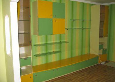 24511. Обзавеждане за детска стая по поръчка ПДЧ и МДФ бежаво, зелено и жълто