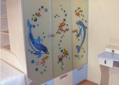 2453. Гардероб за детска стая по поръчка с принт стъкло с делфини
