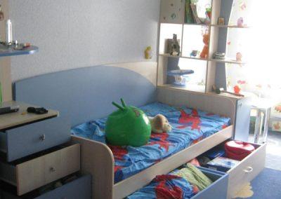 2457. Обзавеждане за детска стая по поръчка от ПДЧ синьо и пастелен дъб