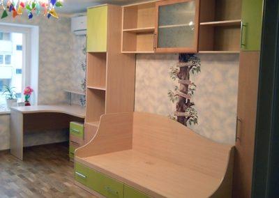 2461. Обзавеждане за детска стая по поръчка от ПДЧ бук и зелено