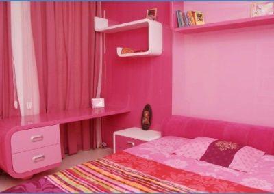 2466. Обзавеждане за детска стая по поръчка от МДФ бяло и цикламено с огънати детайли