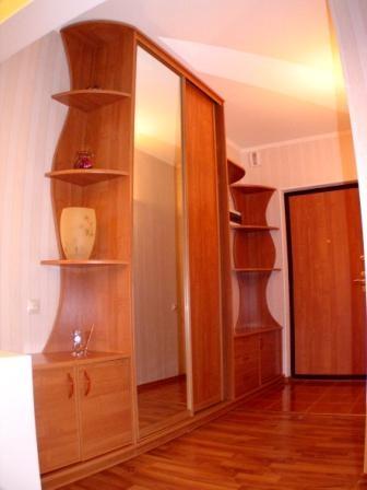 2610. Обзавеждане за антре(коридор) по поръчка ПДЧ череша с гардероб с плъзгащи врати