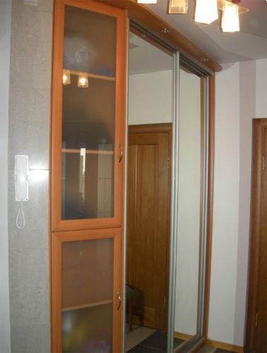 2614. Обзавеждане за антре(коридор) по поръчка ПДЧ череша с гардероб с плъзгащи огледални врати