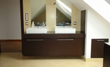 2803. Шкаф за баня по поръчка от МДФ естествен фурнир цвят