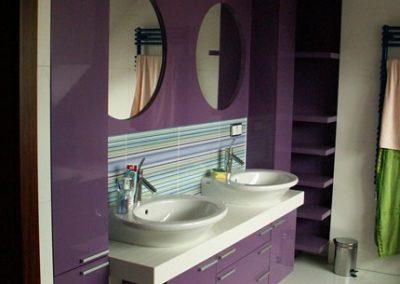 2804. Шкаф за баня по поръчка от МДФ или PVC лилаво гланц