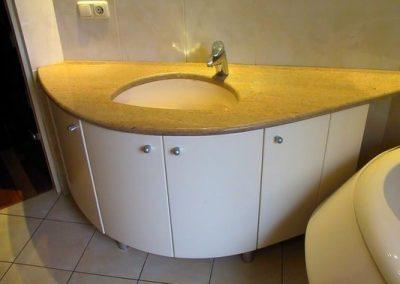 2806. Шкаф за баня по поръчка от МДФ бял мат с плот естествен камък мрамор