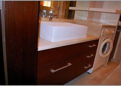 2812. Шкаф за баня по поръчка от МДФ естестествен фурнир с плот технически камък