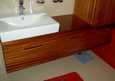 2816. Шкаф за баня по поръчка от МДФ естествен фурнир