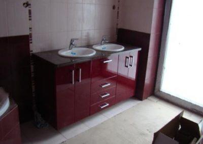 2830. Шкаф за баня по поръчка от МДФ или PVC бордо гланц с плот от изкуствен камък