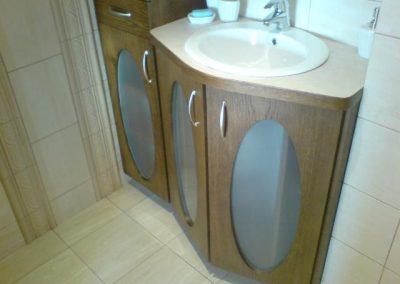 2832. Шкаф за баня по поръчка от МДФ естествен фурнир дъб
