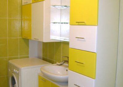 2834. Шкаф за баня по поръчка от МДФ или PVC бяло и жълто гланц