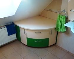 2839. Шкаф за баня с огънати врати по поръчка от МДФ бяло и зелено мат