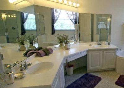 2844. Шкаф за баня по поръчка от МДФ бял мат с плот от изкуствен камък