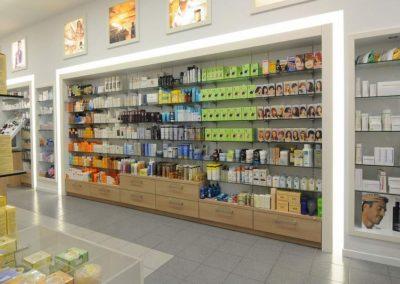 2903. Обзавеждане по поръчка на дрогерия и аптека