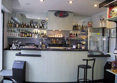 2910. Обзавеждане по поръчка на бар кафе