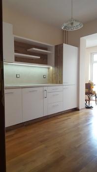 11011. Кухня по поръчка от МДФ бял мат и гланц