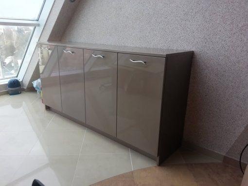 Обзавеждане на апартамент с шкафове от МДФ, боядисани с автомобилна боя металик