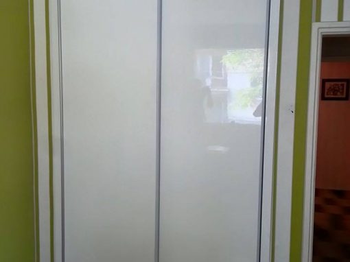 Гардероб с плъзгащи врати по поръчка
