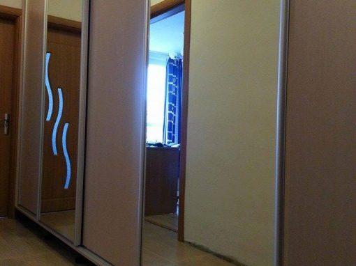 Гардероб по поръчка с плъзгащи врати