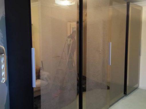 Гардероб с плъзгащи огледални врати по поръчка