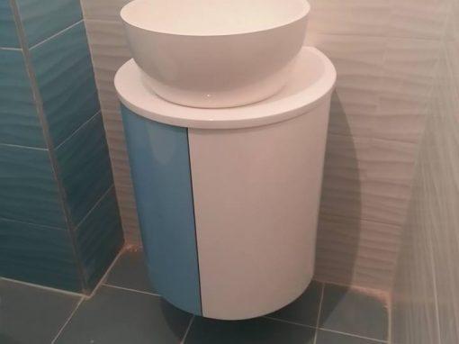 Объл шкаф за баня по поръчка