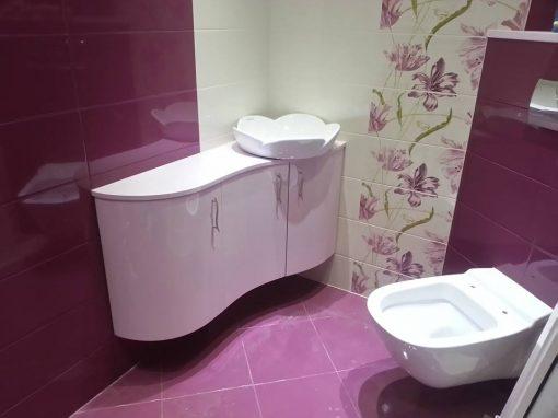 Шкаф за баня с обли врати по поръчка