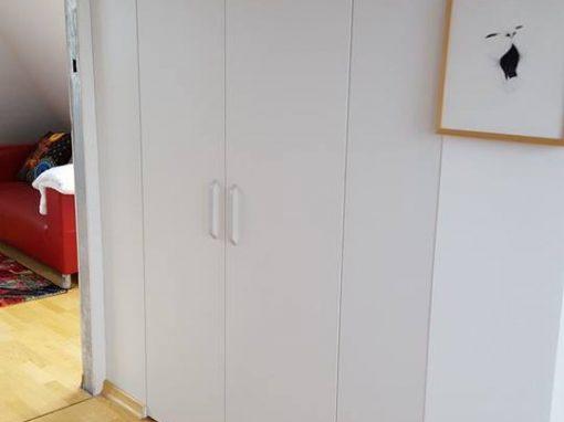 Оформяне на гардеробно пространство и тоалетки с чекмеджета