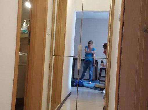 Гардероб с огледални врати