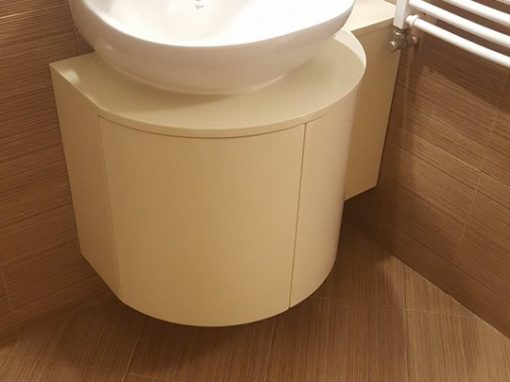 Шкаф за баня с обли врати