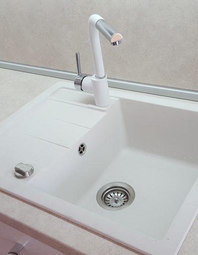 Гранитна мивка и смесител Тека.