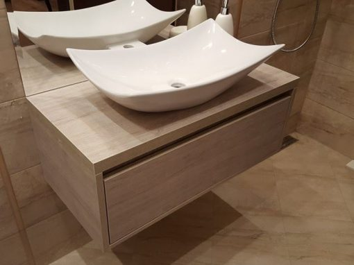Шкафове за баня с HPL покритие
